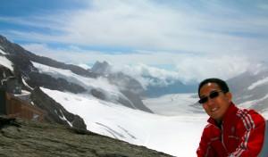 ini foto di ketinggian sekitar 3400m, ultravioletnya mentok dah, ini lensa saya jadi tergelap seumur-umur yang pernah saya alami