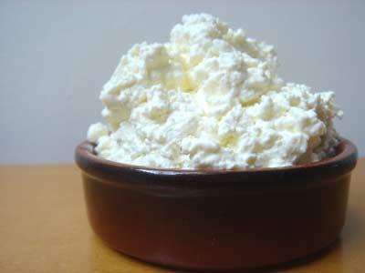 Penampakan keputihan jamur seperti keju cottage, sering dideskripsikan sebagai keptihan mirip tahu/ada gumpalan2 didalamnya